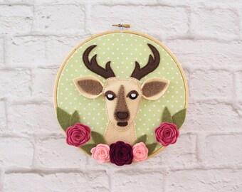 Hoop art, deer felt hoop, kids room décor, baby nursery art, deer embroidery hoop, deer wall art, baby shower gift, new baby gift