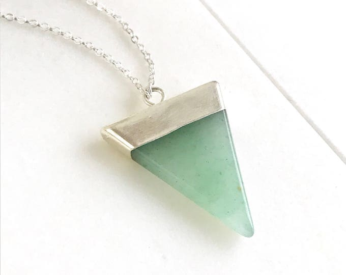 Triangle Pendant Necklace with Green Arrow and Silver. Quartz Geometric Necklace. Jewerly Gift. Jewelry. Gift for Her.