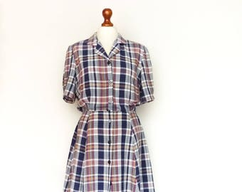Vintage Shirtdress Check Checked / Blue White Red / Buttoned up down / Collar / Short Sleeve / Preppy Simple Minimalist / Midi / medium