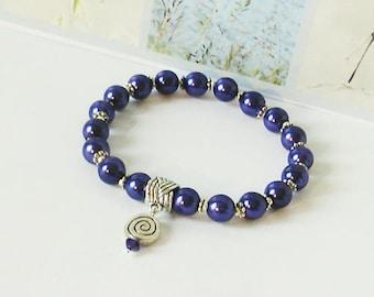 Bracelet élastique stretch Perles de verre nacré bleu-violet 8mm / métal argenté / Blue stretch faux pearls silver plated bracelet