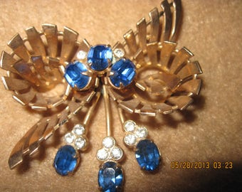 Beautiful Vintage Fancy Gold Tone & Crystal Sapphire Bow Pendant/Brooch..2 in 1..3229
