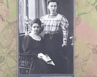 European Carte de Visite of Two Young Women CdV Cabinet Card 9003