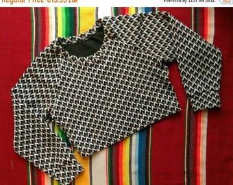 ON SALE Zig-Zag Pattern Black Gray White Long Slevee Top Short S