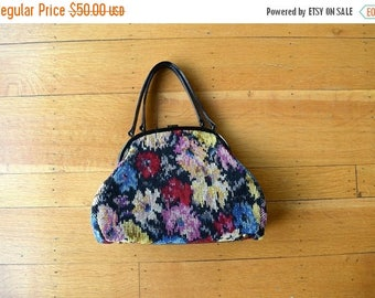 25% SALE 1960s tapestry handbag . vintage 60s floral purse