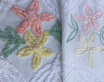 """Vintage Chenille Bedspread 1950s White Cotton Tufting Twin Bed Spread Plush Floral Design 90"""" x 104"""""""