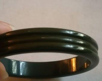 Vintage Art Deco Carved Bakelite Bangle Bracelet Green