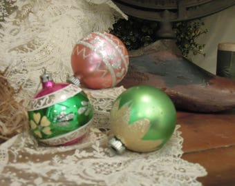 Three Vintage Mercury Glass Ornaments / Pink Green and Silver Round Christmas Ornament / Round Ornaments