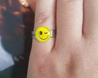 Adjustable winking emoji ring