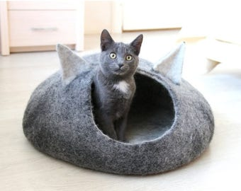 Cat bed - cat cave - cat house - eco-friendly handmade felted wool cat bed - black and natural light - unique gift - gift for pets