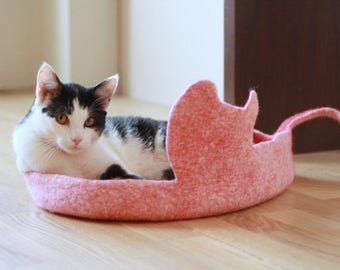 Cat bed - cat cave - cat house - eco-friendly handmade felted wool cat bed - red with natural white - made to order - unique gift