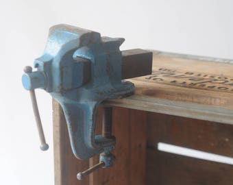 Vintage Stanley Victor #765 Small Bench Vise Jewelers Watchmakers Engraving Engravers