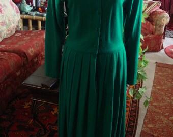 Vintage 1970 Classic Green Shirt Waist Pleated Bottom Dress