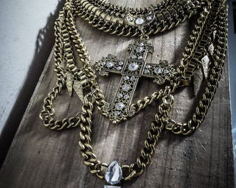 Bling Bling Fashionista gold chain bib necklace