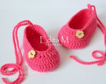Crochet baby shoes, baby girl shoes, baby booties, Mary Janes, slippers, pink, wooden buttons, 0-3 months, baby shower, gift for new mom