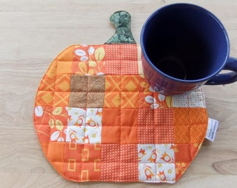 Pumpkin Quilted Mug Rug, Patchwork Quilted Mug Rug for Coffee Halloween decor, Thanksgiving mini quilt, Fall scrappy table topper