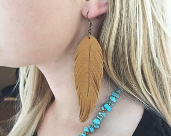 Leather feather earrings // boho jewelry // western jewelry earrings // gypsy // rodeo // cowgirl // southwestern