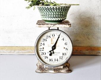 Vintage metal kitchen scale, nursery scale, baby shower decor, rustic kitchen scale, farmhouse kitchen decor