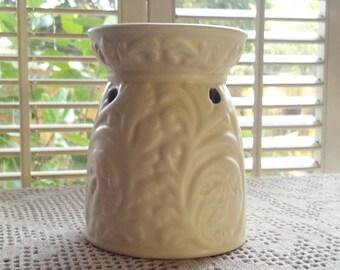 Cream Ceramic Wax/Essential Oils/Candle Tea Light Tart Warmer