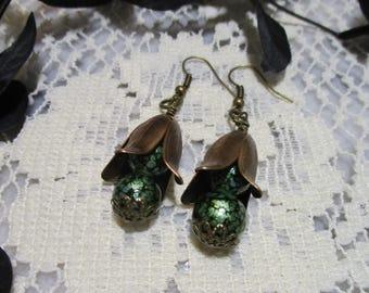 Leaf earrings, Leaf drop earrings, Green bead earrings, Antique brass, Unique earrings, Handmade earrings