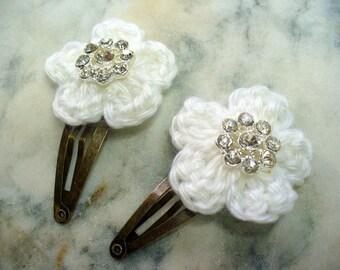 White Crochet Flower Hair Clips, Antique Brass Clip, Rhinestone Floral, Hair Accessory, Bridal Hair Clip, Hair Care, Flower Girl