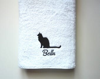 Cat Towel / Personalized Towel / Gift / Monogrammed Towel / Hand Towel / Pets Towel / Bath Towels / Embroidered Towel