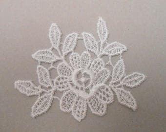 6.5 x 8 cm white lace flower