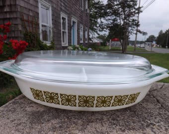 Vintage Pyrex one quart divided baking dish with lid in the Square lowers Verde pattern - avocado flowers - 1960's/70's