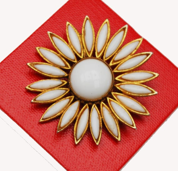 White milk Glass Flower brooch - Signed Accessocraft - Gold metal - Daisey Floral - Mid century pin