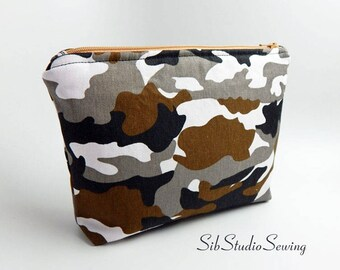 Camo Makeup Bag, 9 x 6 x 2 inches, Interior Vinyl Lined for Easy Clean, Zipper Closure, Padded,Camouflage Cosmetic Bag, Black White Camo Bag