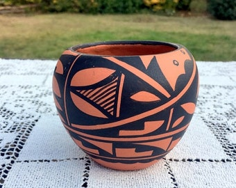 17% OFF SALE Jemez Pueblo Pottery/Signed Waquiu Pot/ SW Native Pottery/Hand Coiled Seed Bowl/American Indian Pot/Us Southwest Art/3.25 tall