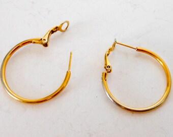 Simple Gold Hoop Earrings    Gold Tone  Pierced Ears