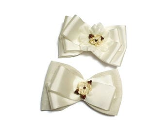 Ivory ribbon hair clip bow. Wedding hair clip. Bow hair accessory bow. Gift or girls. First communion. Baptism. Tie girl. Bow hair clip.