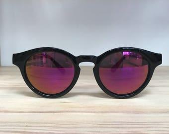 Black round circular vintage glasses