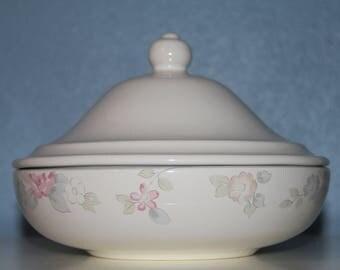 Pfaltzgraff Wyndham Covered Vegetable Bowl / Casserole Dish - Vintage 1985-1995 - Made in USA