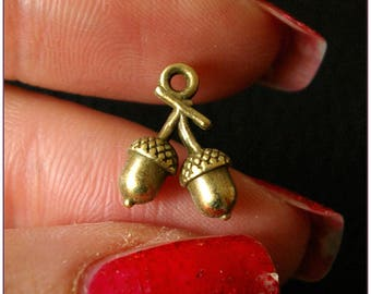 Double Acorn brass charm antiqued x 1
