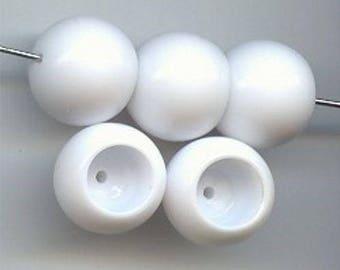 24 Vintage White Acrylic 14mm. Round Bead Caps 6677