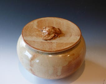 bee lidded jar