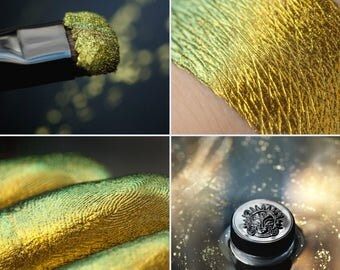 Eyeshadow: Resurrection - Chromatic. Refraction from gold to light green chromatic eyeshadow by SIGIL inspired.