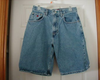 L@@K  Men's 90's Tommy Hilfiger denim shorts size 30 W in very good vintage condition