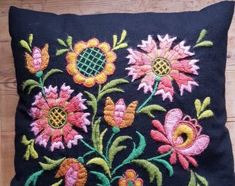 Lovely wool embroidered crewel pillow/cushion in mint condition from Sweden