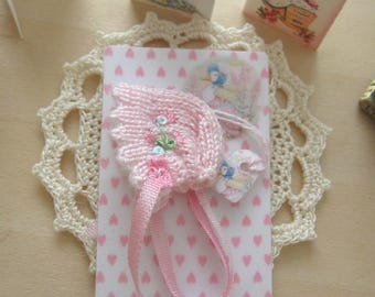 dollhouse baby doll bonnet knitted miniature 12th scale Rainbowminiatures
