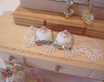dollhouse ladies powder puff  x 1 silver plated rhinestone crystal diamante base