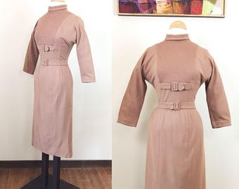 Vintage 1950s Dress / AS-IS / Fitted / Side pockets / Cozy caramel / 50s dress