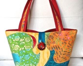 149 - Shaped basket with a removable pocket handbag...