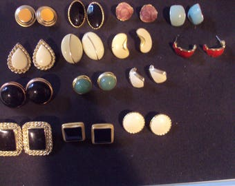 Lot of 14 pair vintage earrings pierced solid color design mixed metals Good condition