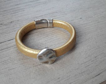 Gold thick leather bracelet. passing officer. mixed bracelet