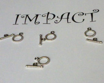 4 toggle clasps, in metal alloy 1.5 cm. For making your bracelets and necklaces.