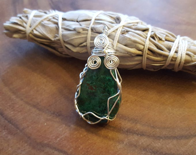 Malachite in silver plated copper wire wrapped pendant, Reiki infused approx 1.9x.9 inches (WW32)