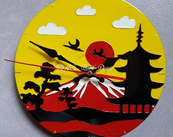 Japanese style small personalized wall clock on vinyl (17cm diameter)