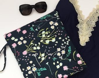 Navy Floral Summer Wet Bag, Swimsuit bag, Waterproof Bag, Floral Toiletry Bag, Cloth Diaper Bag, Bikini Bag, Floral Beach Bag, Gift Under 25